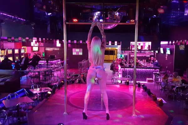 Limousine Tour and Stripclub | BCN StripClub | Packs and offers