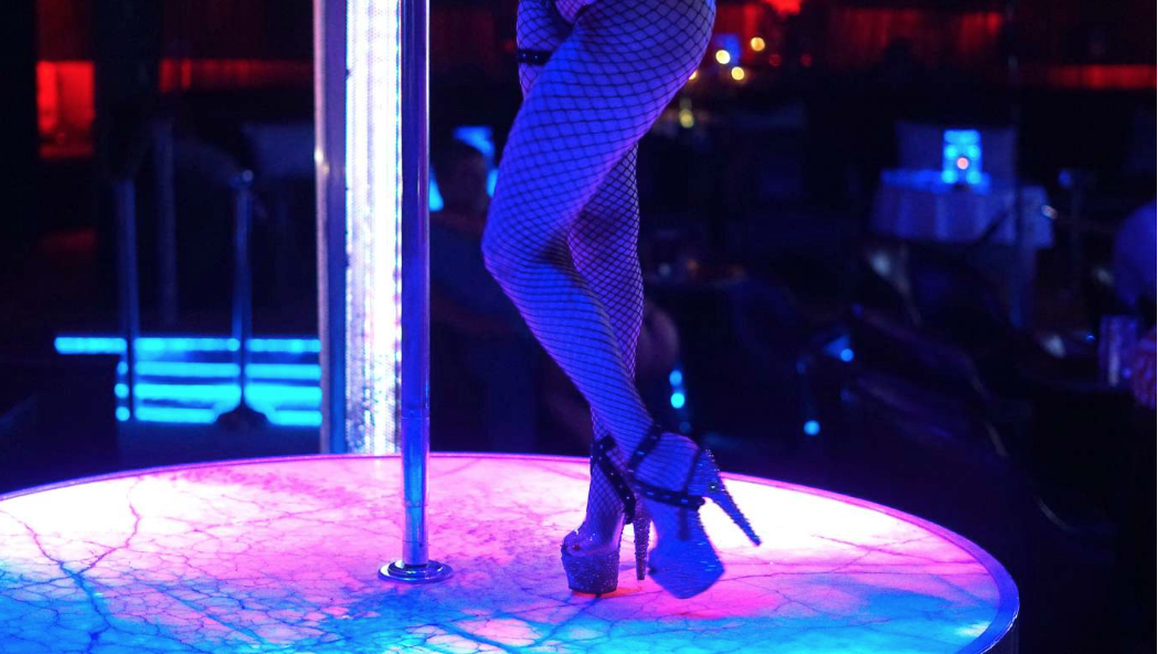 Vegas strip club hands out 50,000 bottles of free hand